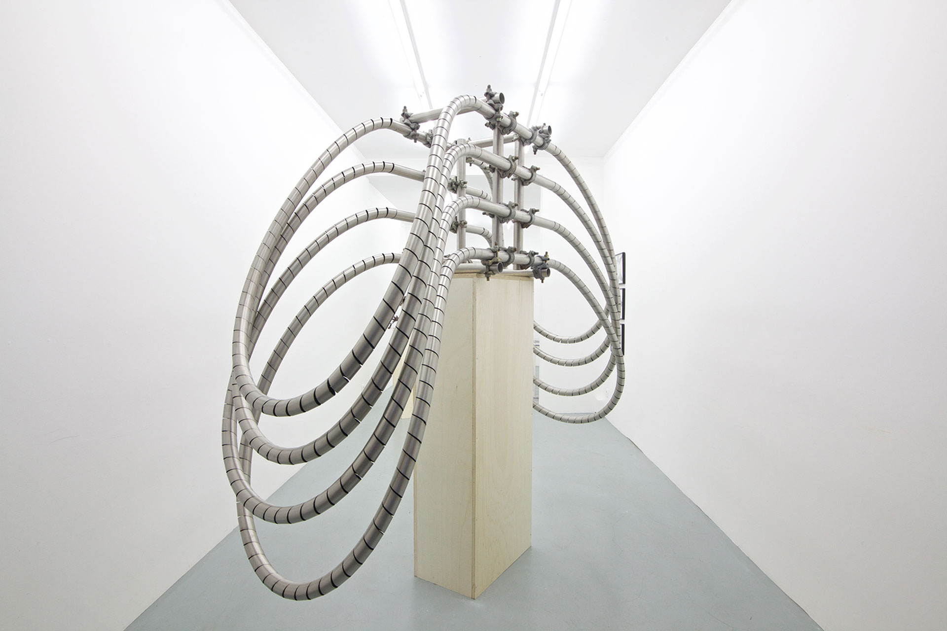 Untitled | 2018 | Stainless steel pipes and scaffolding clamps | 180 x 90 x 280 cm