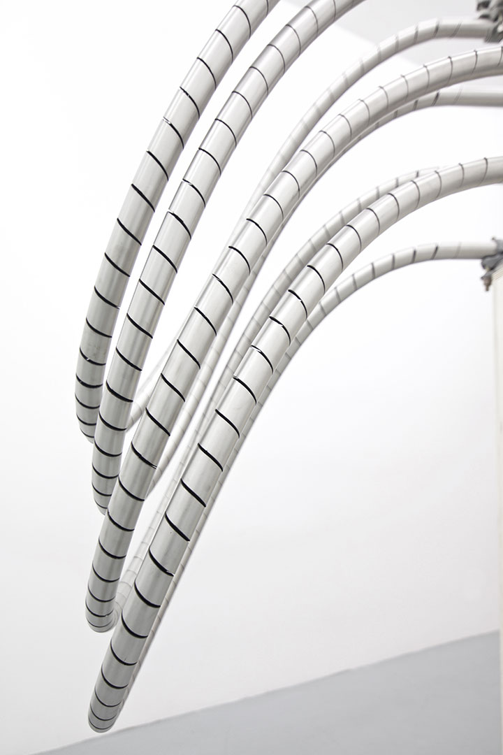Untitled | 180 x 90 x 280 cm  | Stainless steel piping and scaffolding clumps
