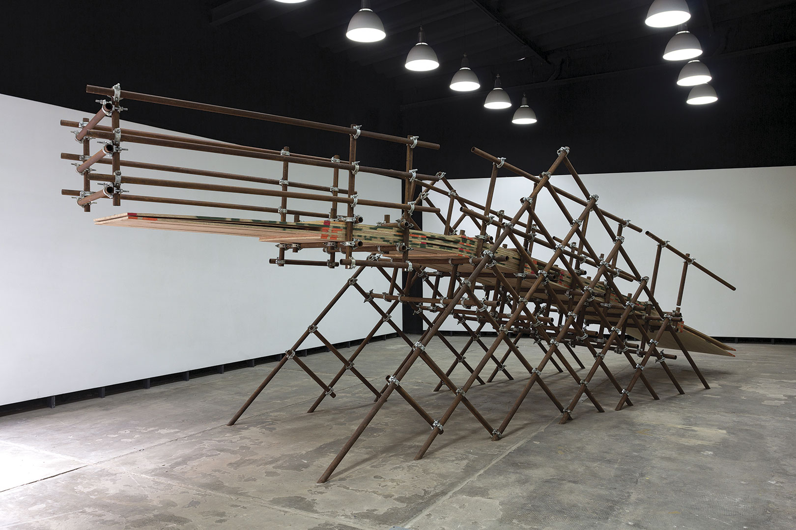 Metasbilad | 2016 | Plywood, iron pipes and scaffolding clamps | 3,00 x 2,00 x 9,00 m
