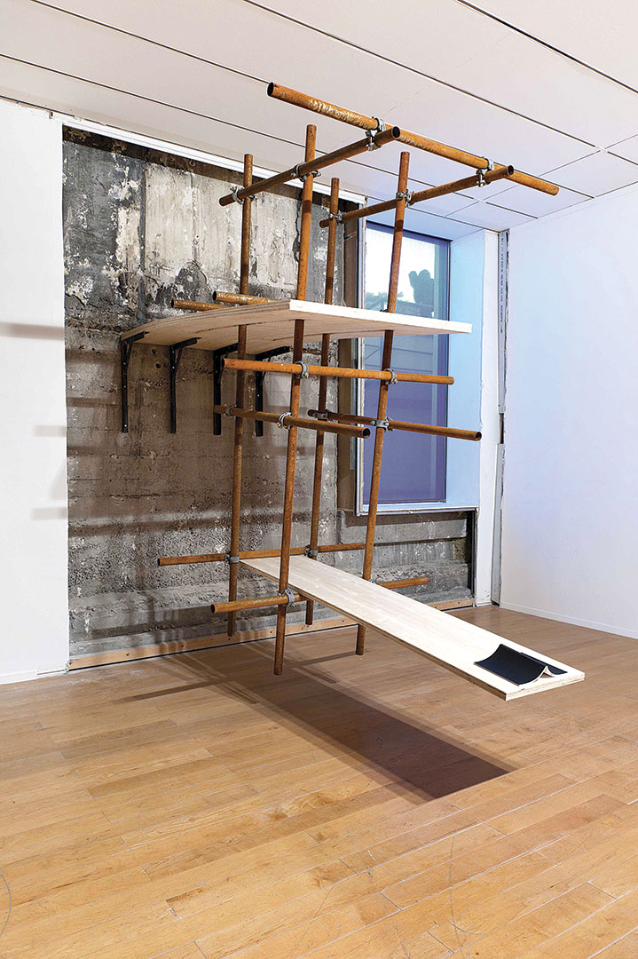Plan | 300 x 120 x 350 cm | Plywood, iron piping, scaffolding clumps and notebook