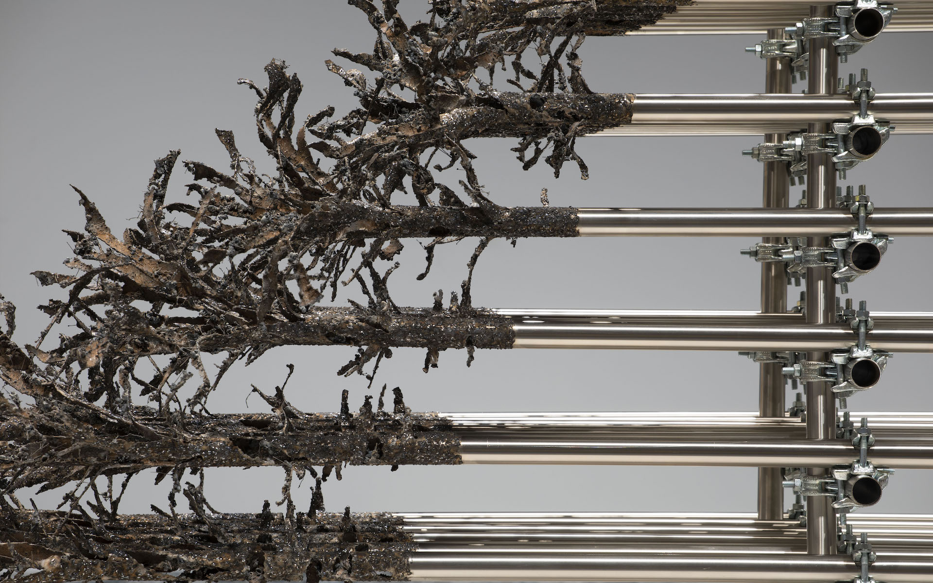 Brutal Ambivalence |2019 |Intervened steel pipes and clamps | 190 x 600 x 120 cm